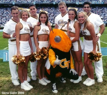 Buzz_cheerleaders